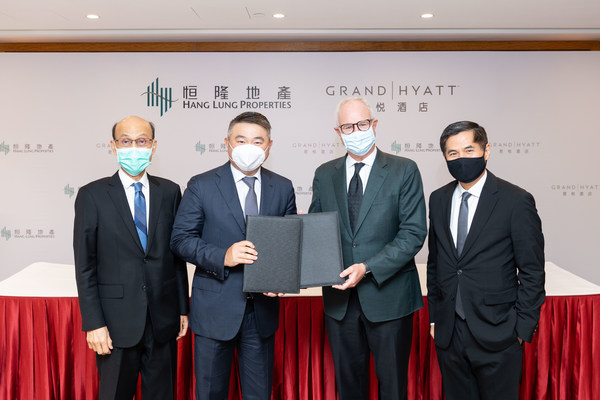 (From left to right) Mr. Norman Chan, Executive Director of Hang Lung Properties, Mr. Weber Lo, Chief Executive Officer of Hang Lung Properties, Mr. David Udell, Group President, Asia Pacific, Hyatt Hotels Corporation and Mr. Stephen Ho, President, Growth and Operations, Asia Pacific, Hyatt Hotels Corporation, at the contract signing ceremony to announce the opening of Grand Hyatt Kunming at Spring City 66 in Kunming in mid-2023.